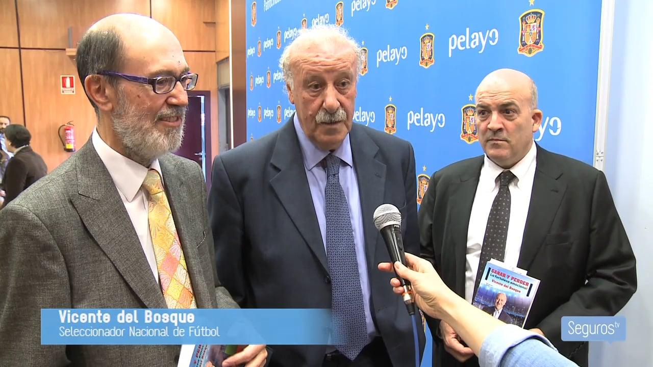 Pelayo apoya a Vicente del Bosque en la presentación de su libro