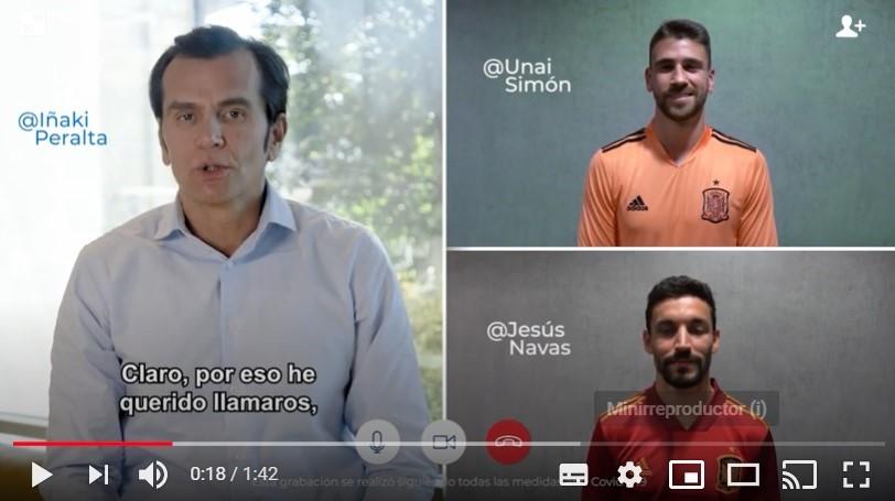 Sanitas entrega las tarjetas digitales a los jugadores de la Selección