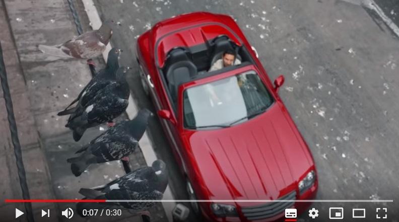 Cuando hasta aparcar el coche supone un riesgo. Spot de Farmers Insurance
