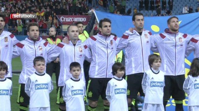 Los niños de Pelayo, mano a mano con la Selección