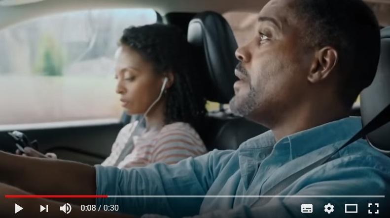 Conducir sin distracciones ayuda con el seguro del coche. Spot de Allstate